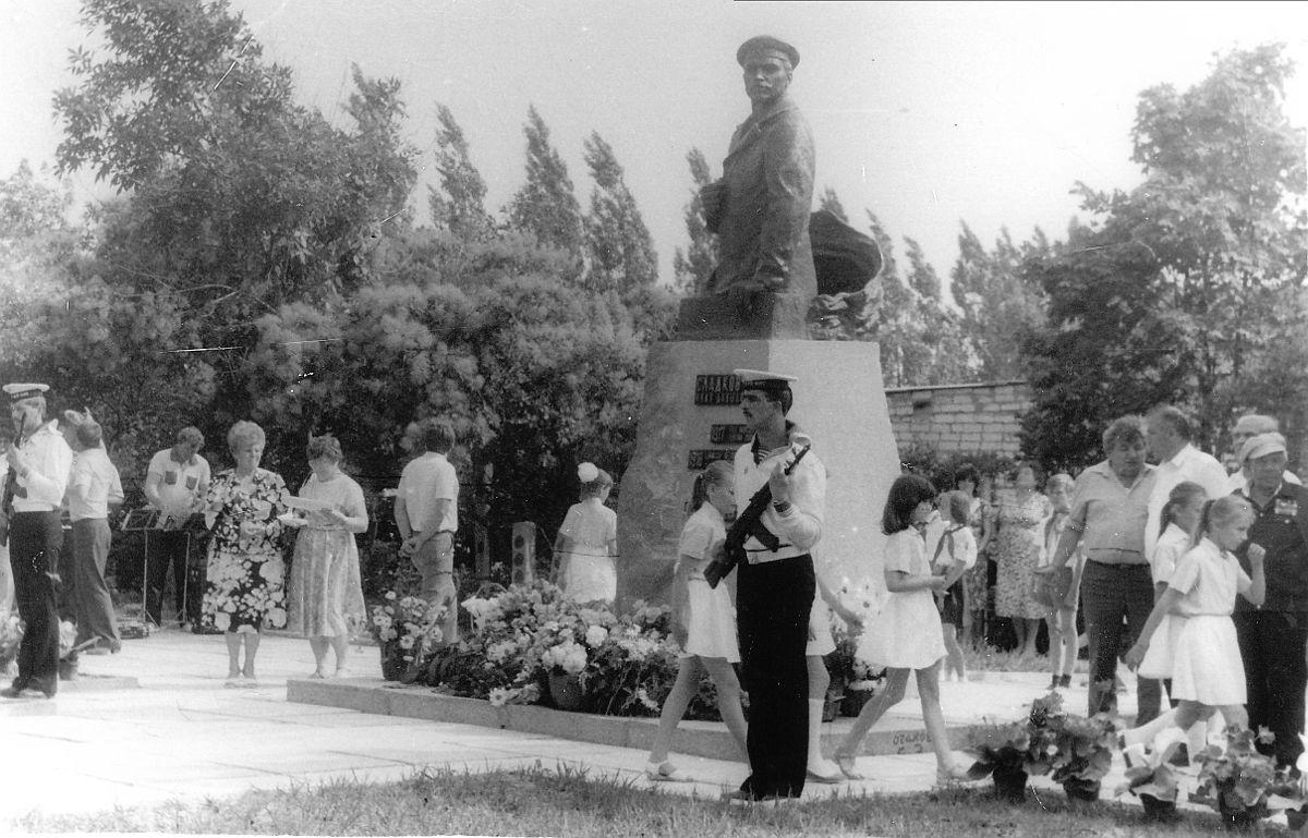 Очаков. Открытие памятника И.Д.Сладкову 20 июня 1989 г.