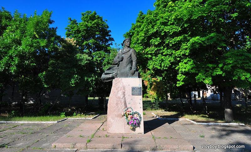 Очаков. Памятник Сладкову И.Д.