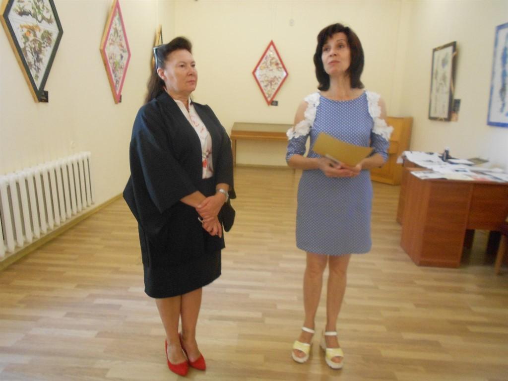 Очаків. Завідуюча музеєм Бадах О.Г. та Зінов'єва Г. Ю.