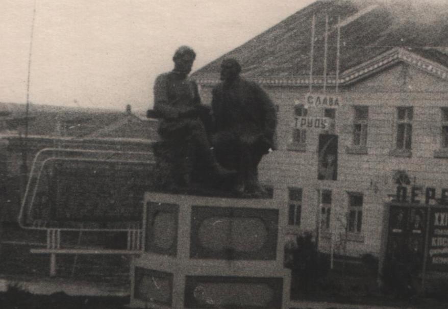 Очаков. Памятник Ленину и Горькому