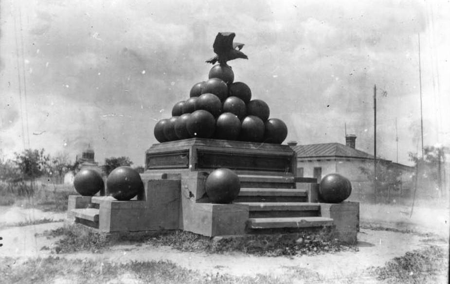 Фото 1909 г. Вдалеке виден Свято-Троицкий Собор.