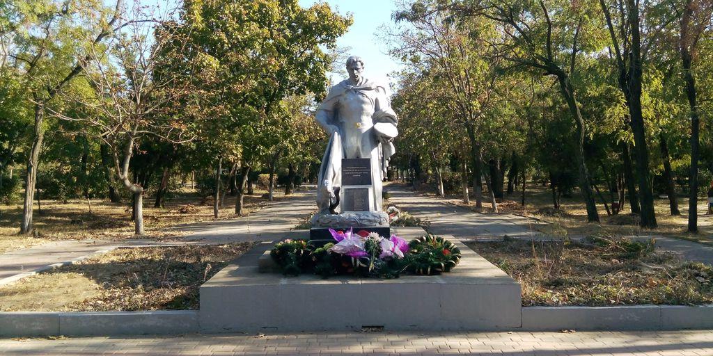 Памятник  погибшим морякам