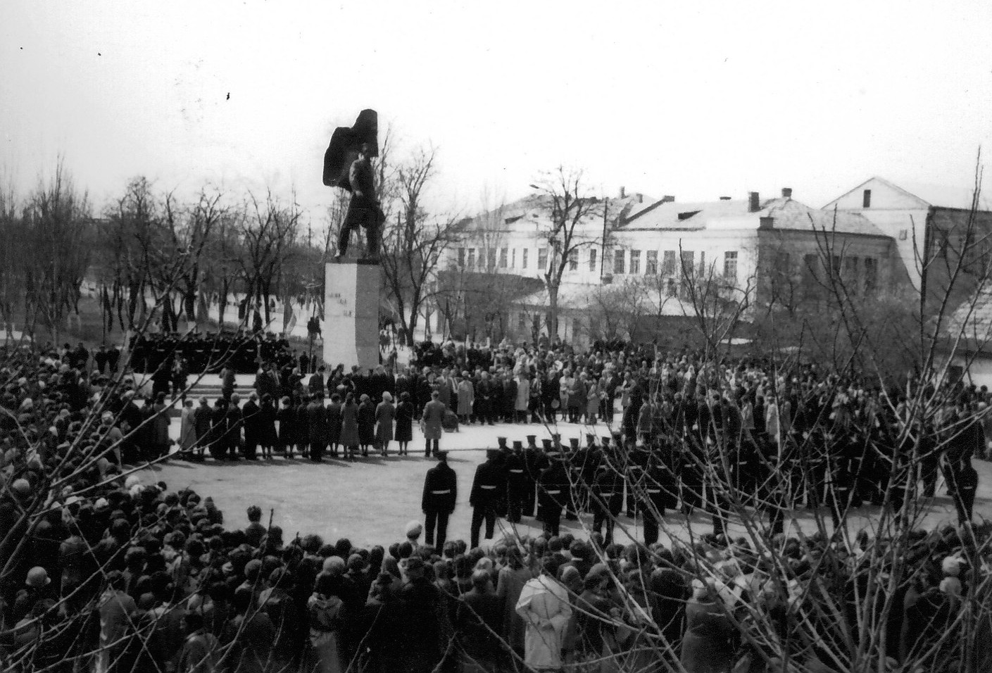 Памятник  П.П. Шмидту